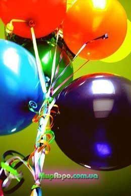 Украшение воздушными шарами выставки.
